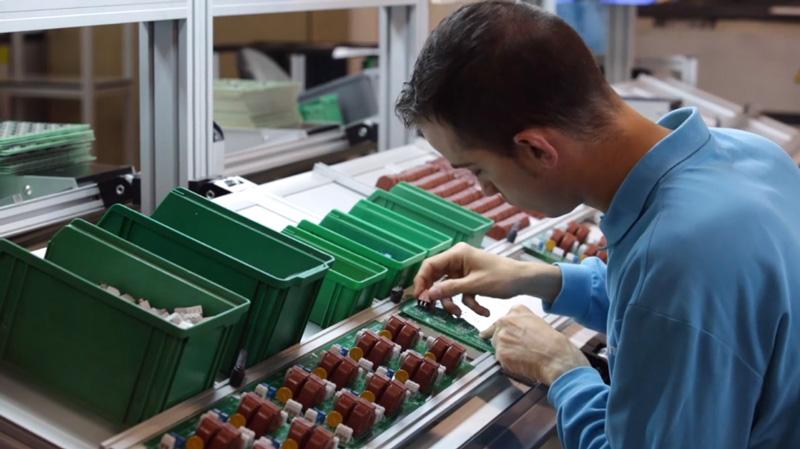Servicio de montaje de componentes electrónicos de CEEME